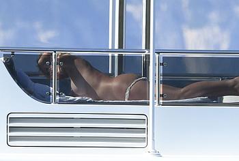 Valeria Marini topless