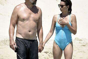 Penelope Cruz frontal nude