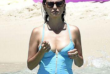 Penelope Cruz nipslips