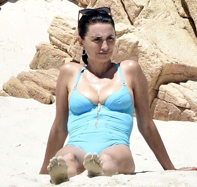 Penelope Cruz tits