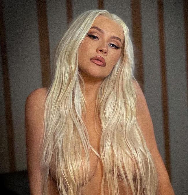 Christina Aguilera naked photos