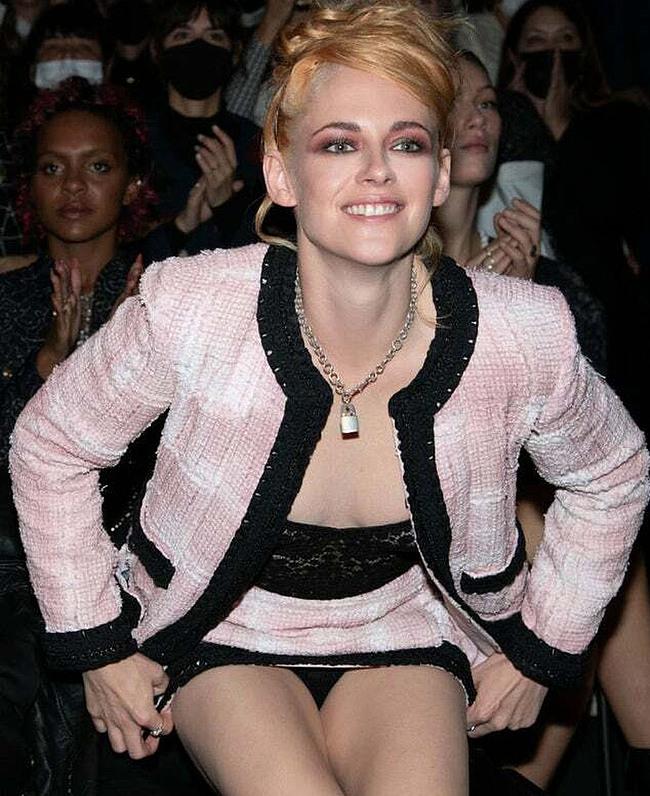 Kristen Stewart upskirt photos