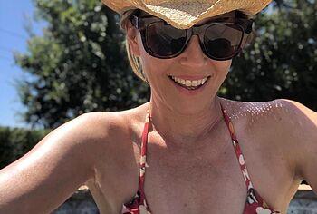 Elizabeth Banks bikini photos