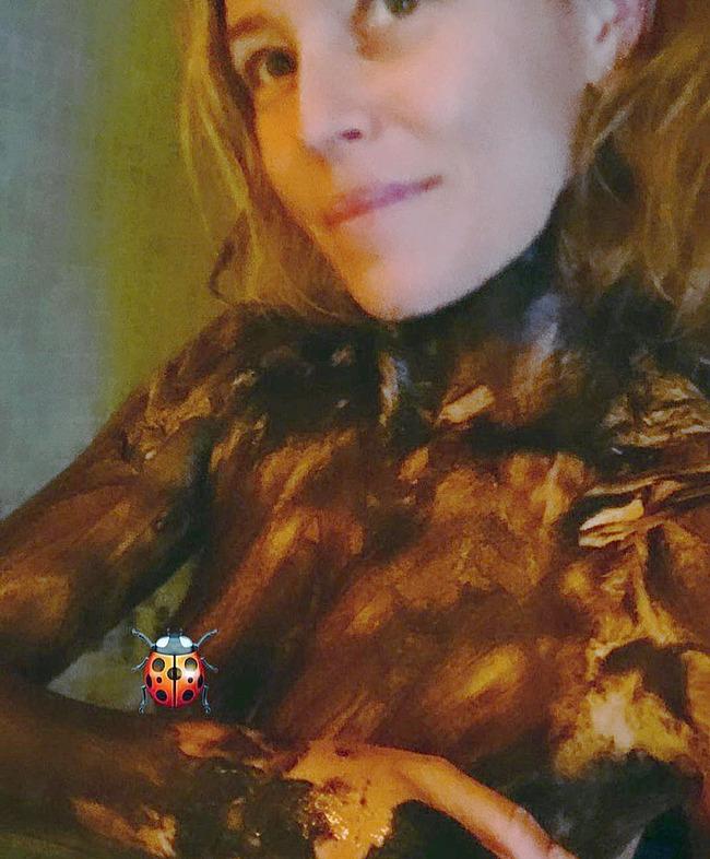 Elizabeth Banks topless shots