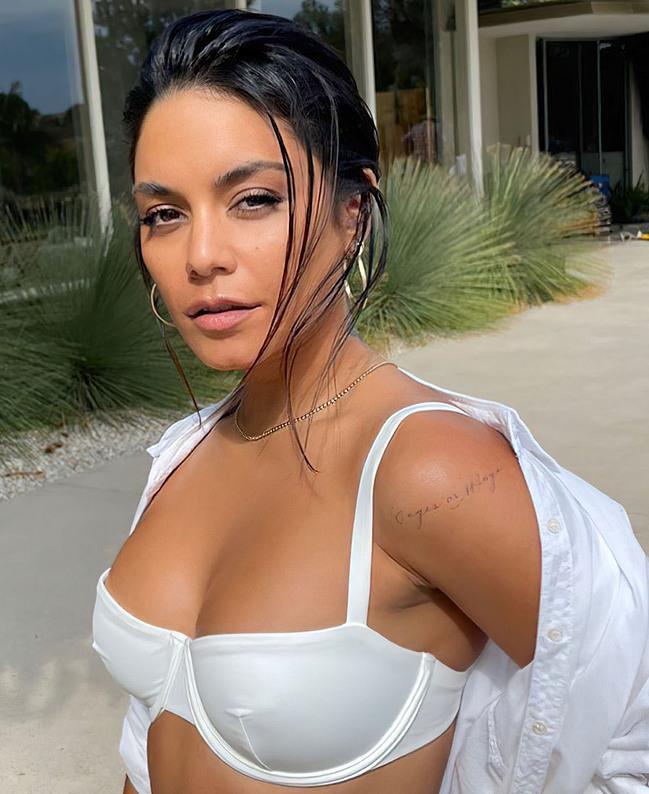 Vanessa Hudgens tits