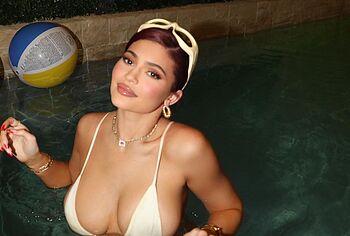 Kylie Jenner nudity photos